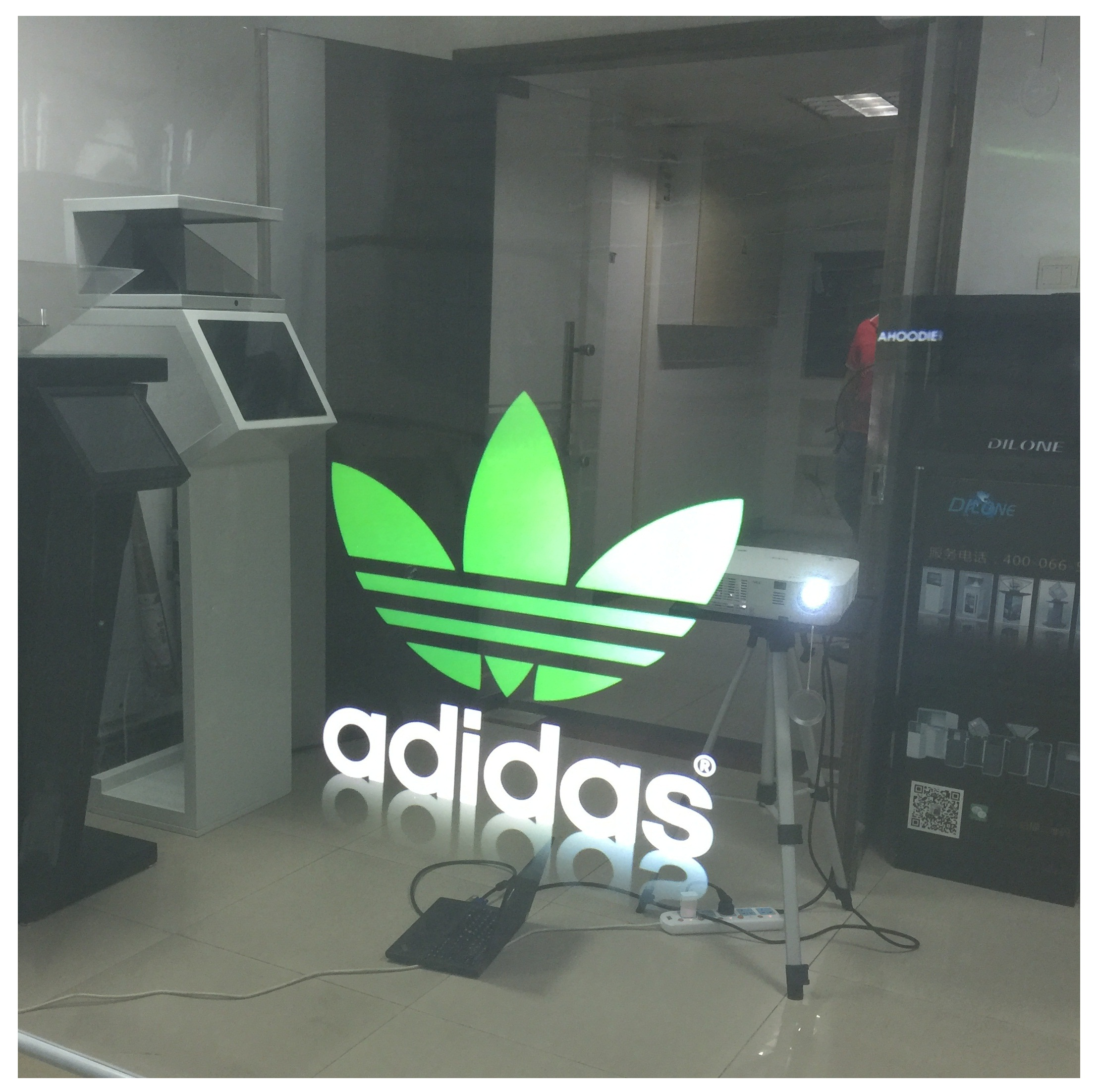 Self Adhesive 3D Holographic Transparent Rear Projection Film For Shop Window