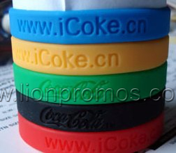 Cheap Custom Logo Coca Cola Football Game Promotional Gift Silicone Bracelet