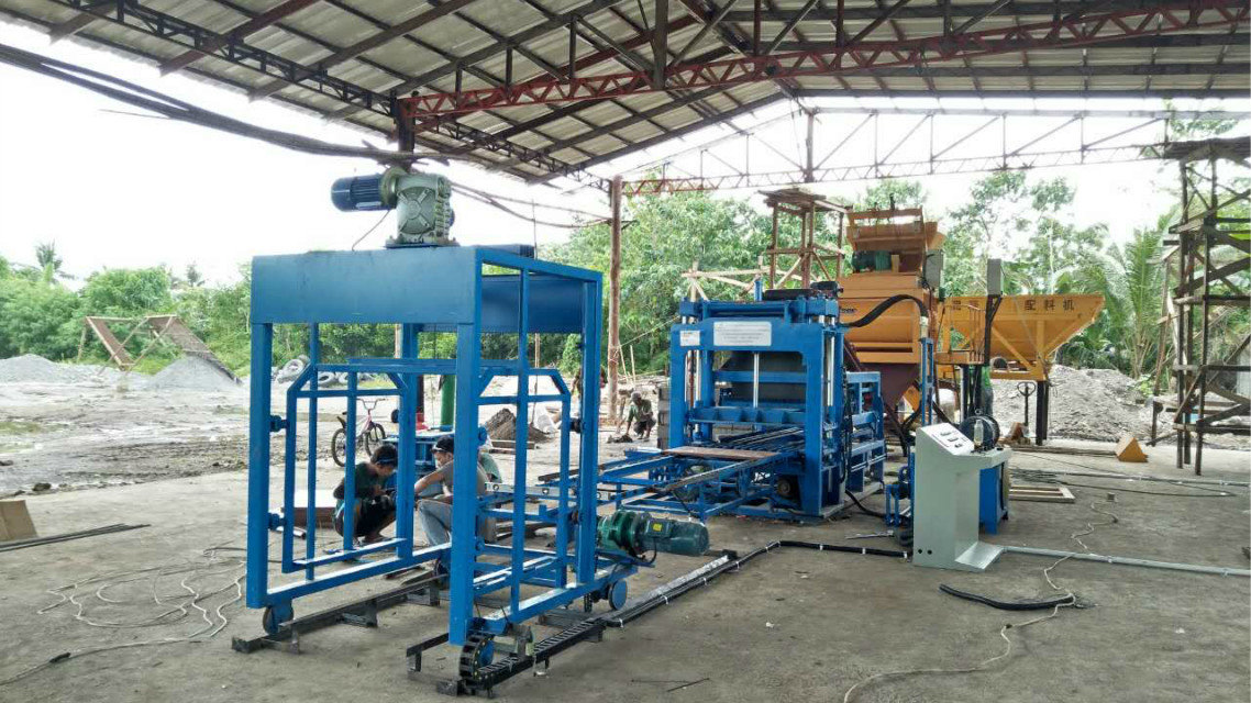 QTY4-15 block machine in Philippines (1)