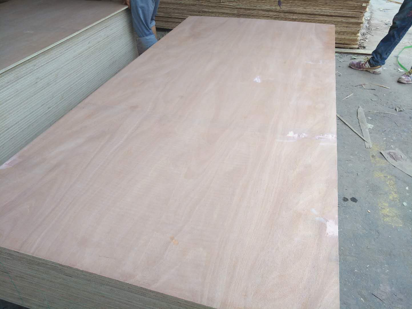 Commercial Plywood 1220*2440mm DBB/CC Grade