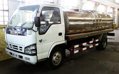 ISUZU stainless steel round milk tankers  5000L