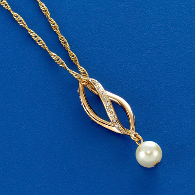 Pearl Necklace With Twist Metal Design
