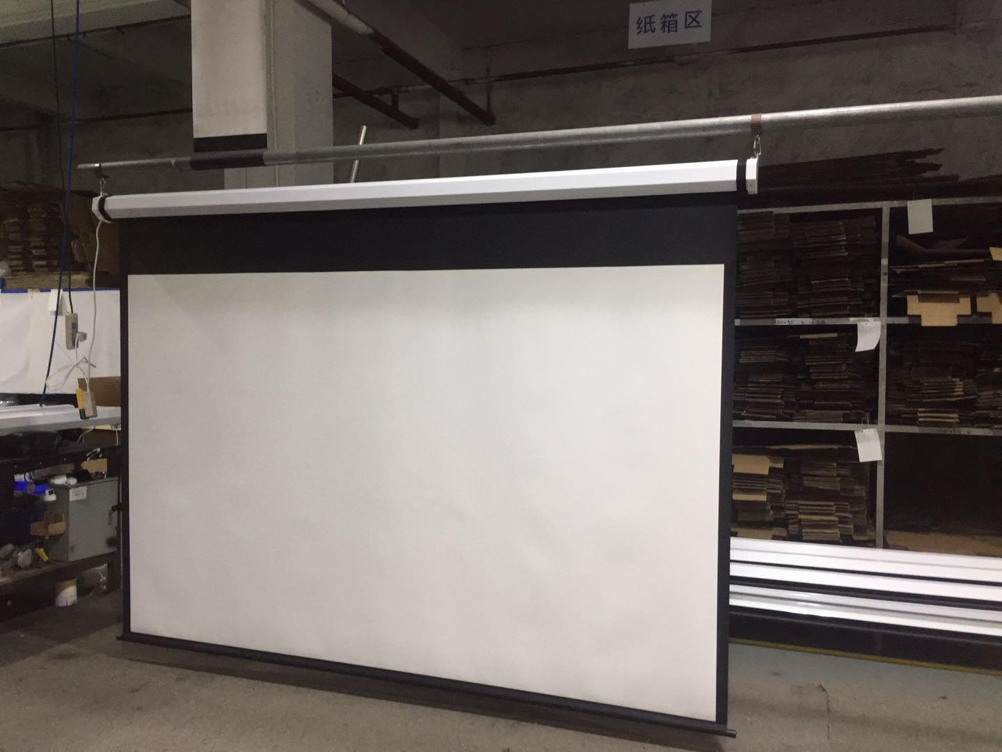 Best Motorized projection screen 2019 with competitive price