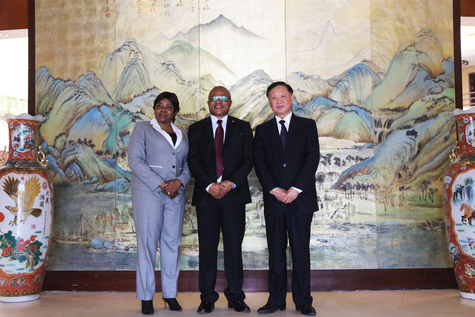 Consul General of Nigeria in Shanghai paid a visit to Longrich