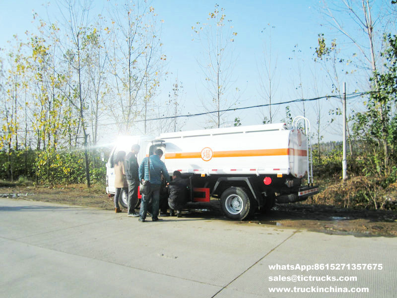 Camion-citerne de la distribution de pétrole de l'alliage d'aluminium ISUZU d'ISUZU 5000L
