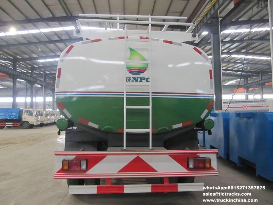 Véhicules de distribution d'essence d'ISUZU