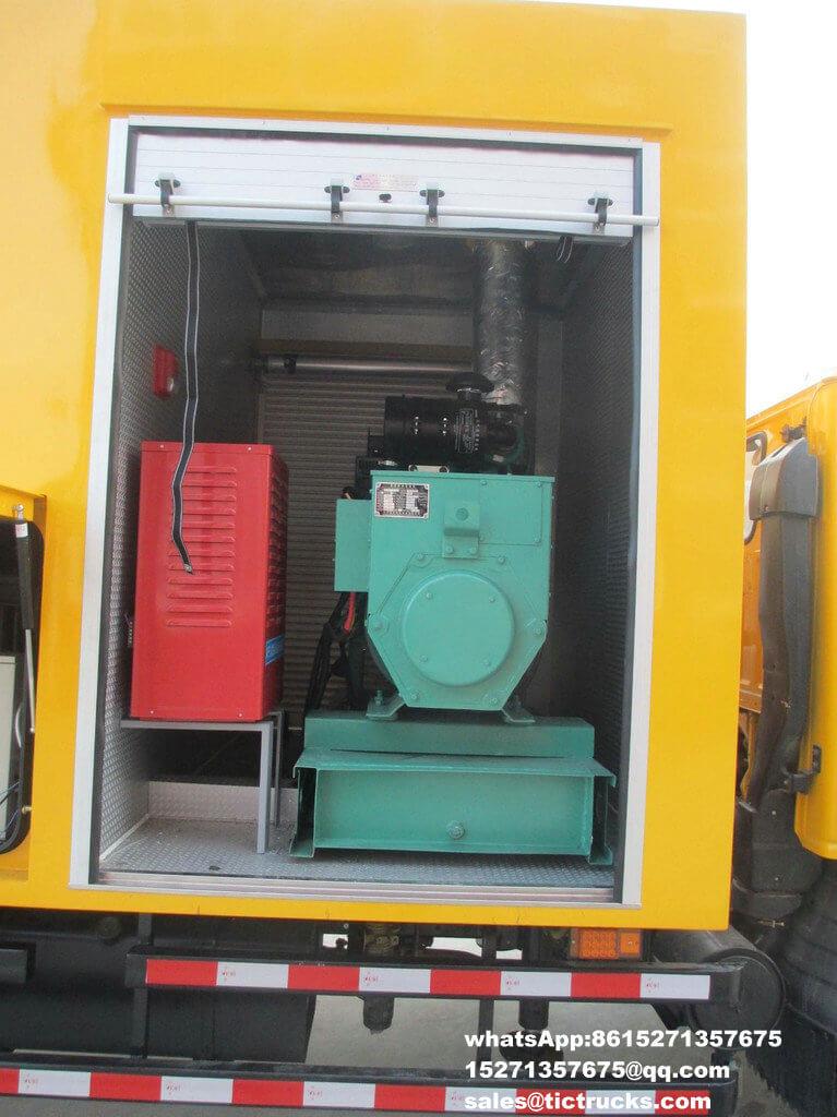 Véhicule de sauvetage avec la grue -28-ISUZU-700-truck_1.jpg