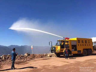 Mine fire fighting truck with fine water spray cannon for dust control