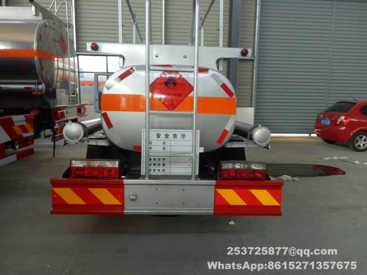 petit camion-citerne diesel -01-truck_1.jpg