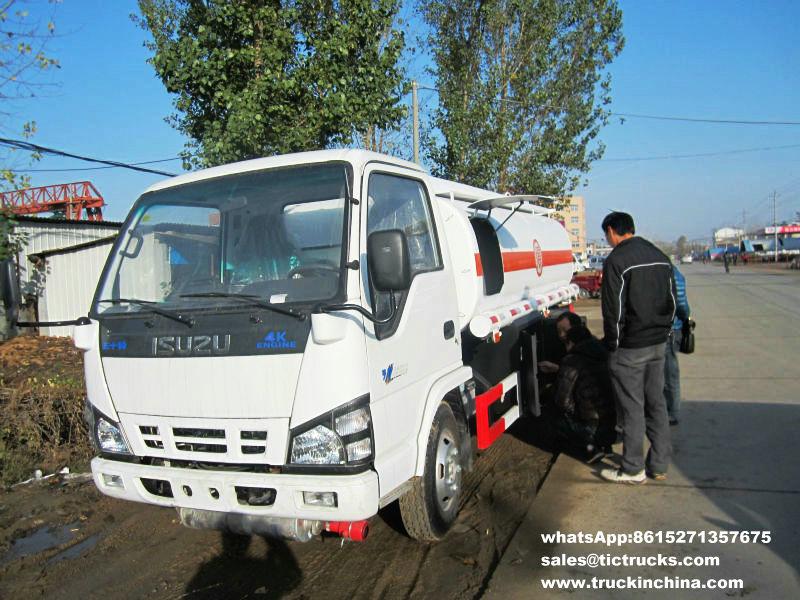 Véhicule de transport de pétrole d'ISUZU 5000L