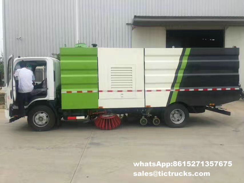 Route sweeper-005-water-cleaning_1.jpg d'ISUZU
