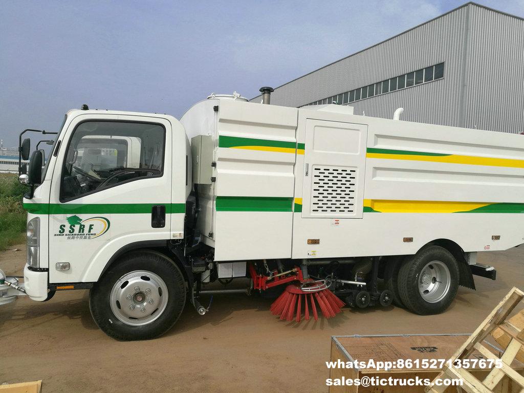 ISUZU vaccum sweeper truck -17.jpg