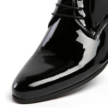 What are the uses and characteristics of patent leather boots?