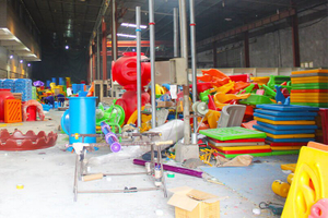 Workshop of kids indoor playground manufacturer-XJ