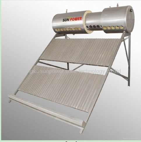 High pressurized solar water heater with heating pipe