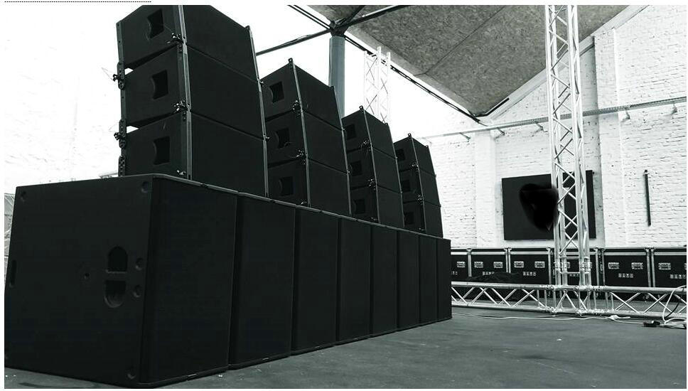 VR10 y S30 Powered Line Array en Alemania