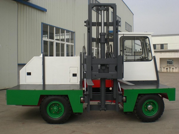 CCD-2C Model 2 ton electric sideloaders