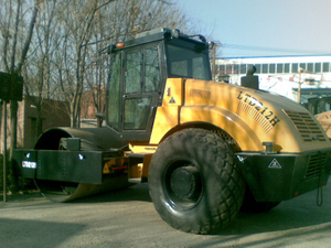 LTD210H/LTD212H/LTD214H Hydraulic single drum vibratory road roller price