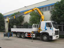 SINOTRUK HOWO A7 6x4 Crane Truck with XCMG 14T Crane