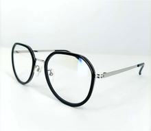 XR1117F-10B simple light titanium optical frame