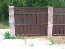 Vinyl Semi-Privacy Fence With Top Lattice DY106