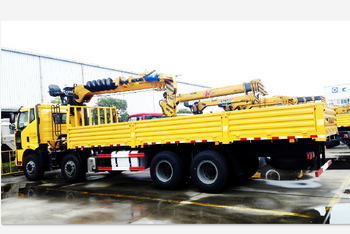 XCMG multi function truck-mounted crane off production line